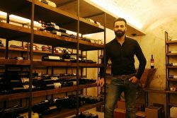 Vassilis Doxaras: The owner of Tannin speaks about his wine restaurant in Larissa.