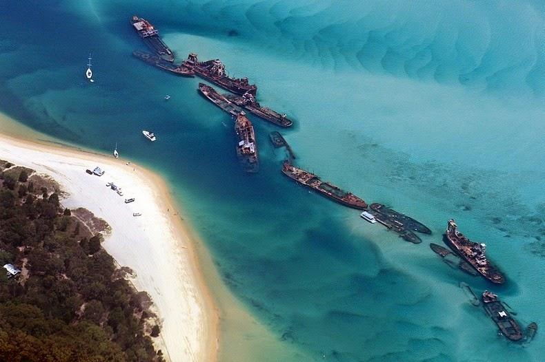 Μια παραλία γεμάτη ναυάγια